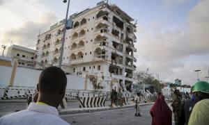 Σομαλία: Επίθεση της αλ Σεμπάμπ σε ξενοδοχείο του Μογκαντίσου με νεκρούς και ομήρους