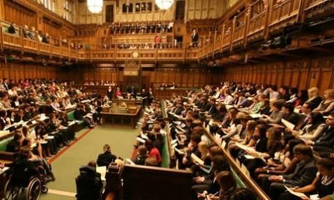 Σκάνδαλο: Βουλευτής χάζευε... στρίπερ στο κινητό του - Τον έπιασαν «στα πράσα» (pics)