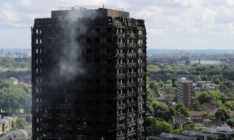 Φωτιά Λονδίνο - Συναγερμός: Έκλεισαν δύο γραμμές του μετρό - Φόβοι ότι θα «πέσει» ο Grenfell Tower
