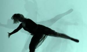 Νέα ταινία του Haber: Μια χορεύτρια, σε φόντο που φεγγοβολά