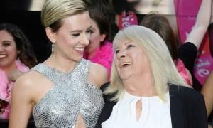 Η Σκάρλετ Γιόχανσον συναντήθηκε με την 72χρονη σωσία της