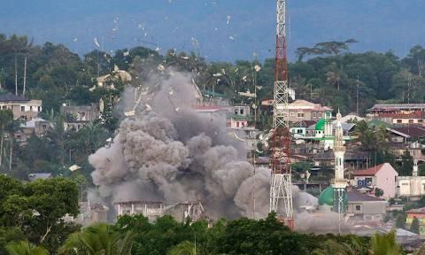 Εκατόμβη νεκρών στις Φιλιππίνες: Εικόνες αποκάλυψης στη μάχη κατά των ισλαμιστών στο Μαράουι (Vid)