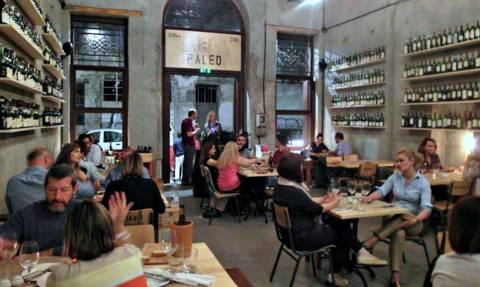 Έξι στέκια στην Αθήνα για να απολαύσεις το κρασάκι σου