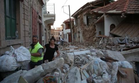 Σεισμός Μυτιλήνη: Λίρες και χρυσούς σταυρούς «ξεθάβουν» από τα χαλάσματα