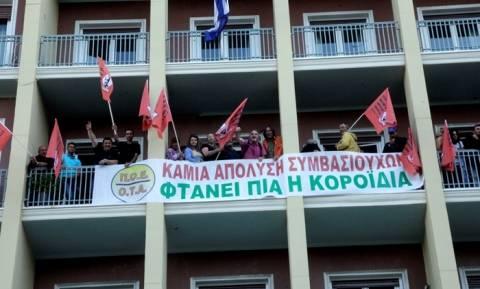 ΠΟΕ-ΟΤΑ: Τέλος στην κατάληψη του υπ. Εσωτερικών - Αύριο Τρίτη η συνάντηση με τον Πάνο Σκουρλέτη