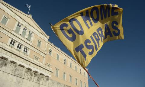 Επιστρέφει το κίνημα «Παραιτηθείτε»: Στις 20:00 απόψε η αντικυβερνητική διαδήλωση στο Σύνταγμα