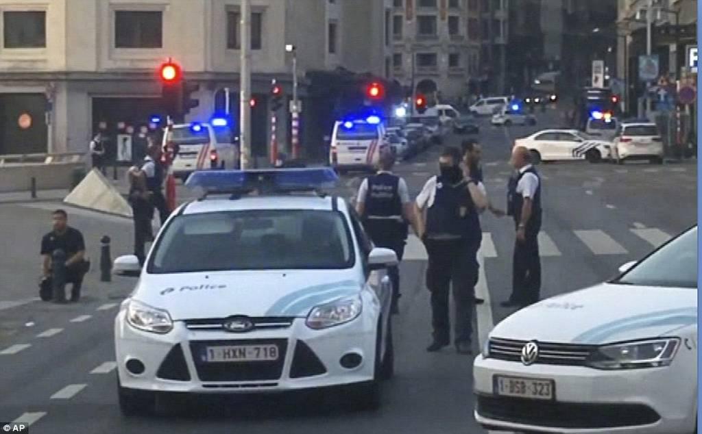 ΕΚΤΑΚΤΟ: Έκρηξη σε σιδηροδρομικό σταθμό στις Βρυξέλλες (pics+vid)