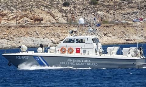 Τρία πλωτά ασθενοφόρα για τα νησιά του Αιγαίου