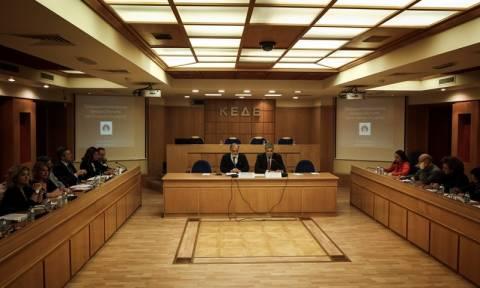 ΚΕΔΕ: Προθεσμία στο υπ. Εσωτερικών για τους συμβασιούχους μέχρι την Τρίτη (27/6)