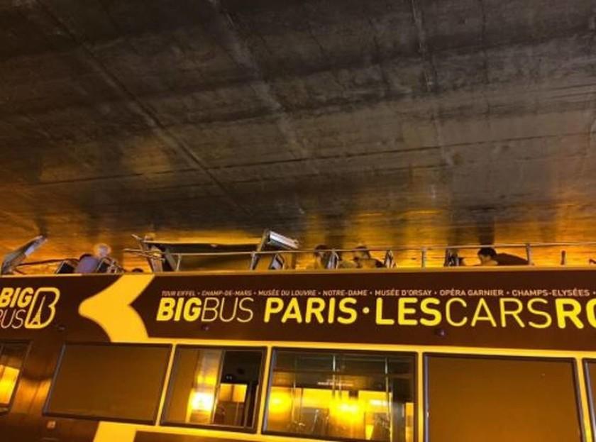 Παρίσι: Λεωφορείο έπεσε πάνω σε τοίχωμα σήραγγας - Tουλάχιστον 4 τραυματίες (pics)