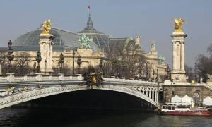 Παρίσι: Λεωφορείο έπεσε πάνω σε τοίχωμα σήραγγας - Tουλάχιστον 4 τραυματίες (pics+vid)