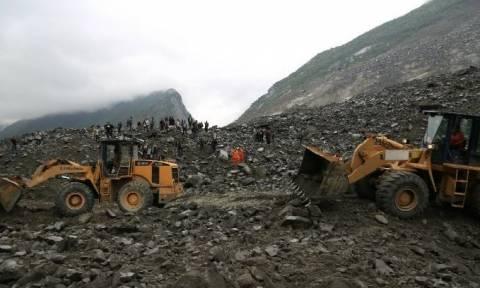 Εικόνες αποκάλυψης στη Κίνα: Βουνό καταπλάκωσε χωριό – Τουλάχιστον 141 αγνοούμενοι