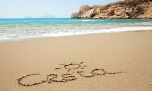 Δεν φαντάζεστε ποιος διάσημος βρίσκεται στην Κρήτη και κάνει διακοπές!