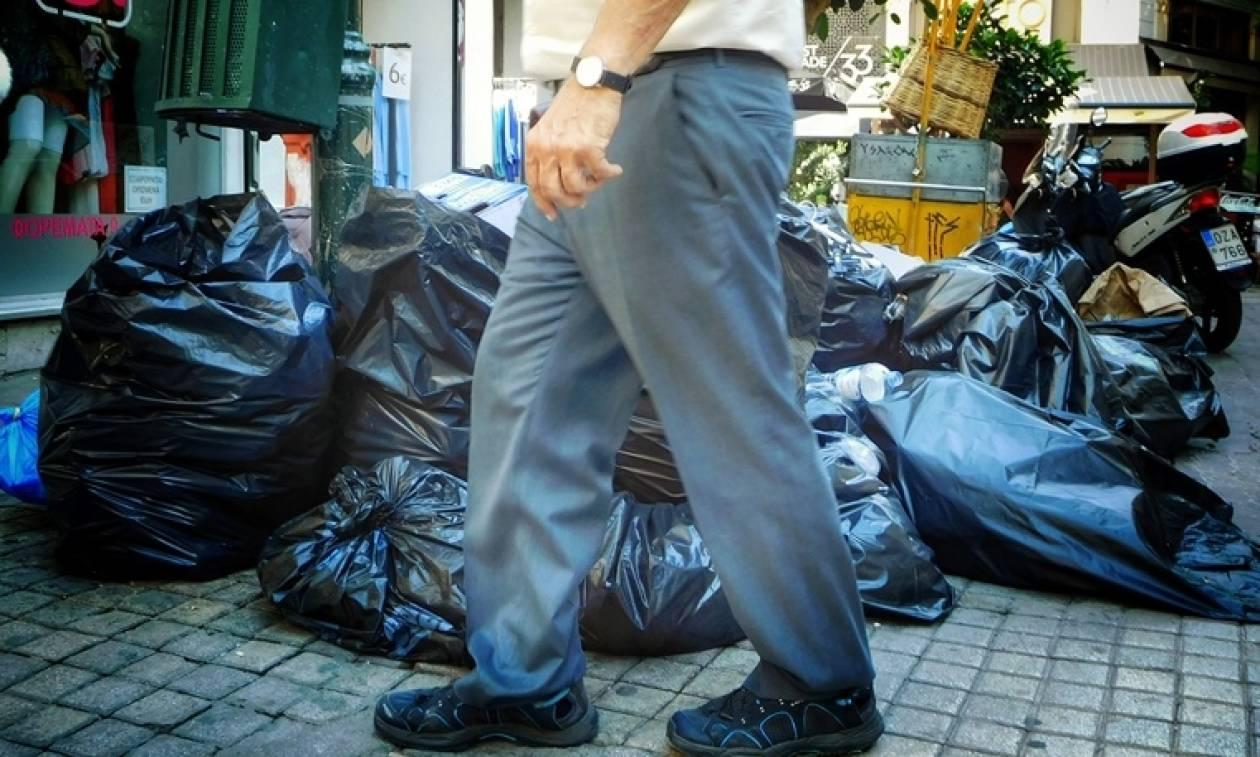 Θεσσαλονίκη: «Βουνά» σχηματίζουν τα σκουπίδια - Με το... σταγονόμετρο η αποκομιδή