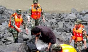 Τραγωδία στην Κίνα: 15 νεκροί και πάνω από 140 αγνοούμενοι έπειτα από κατολίσθηση (pics+vids)