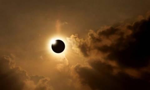 ΗΠΑ: Δύο εκατομμύρια ζεύγη γυαλιών για τη σπάνια ολική ηλιακή έκλειψη του Αυγούστου