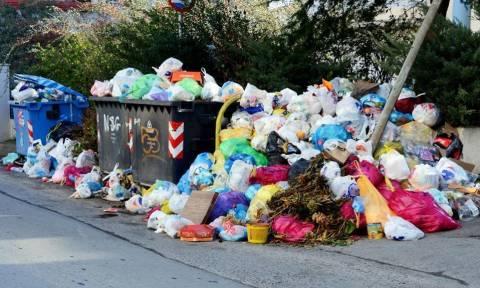 Σήμερα η κρίσιμη συνεδρίαση της ΠΟΕ-ΟΤΑ - «Βουνά» τα σκουπίδια στους δρόμους