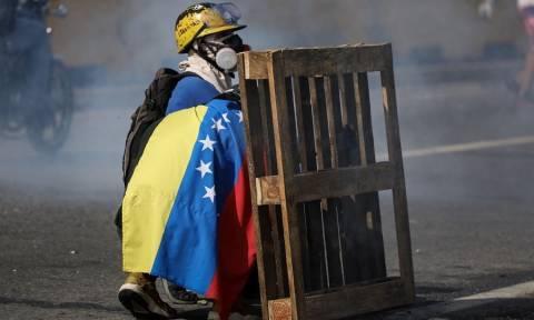 «Φωτιά» στο πολιτικό σκηνικό στη Βενεζουέλα: Παραιτείται ο Αλμάγκρο αν παραιτηθεί και ο Μαδούρο