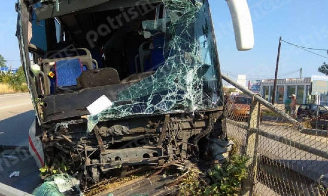 Τρόμος στην Εθνική Οδό Πατρών-Πύργου: Τουριστικό λεωφορείο σάρωσε τα πάντα στο πέρασμά του (vid)