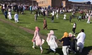 Συναγερμός στη Αγγλία: Αυτοκίνητο εμβόλισε μουσουλμάνους στο Νιούκαστλ (Pics+Vids)