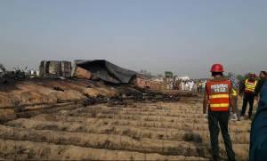 Αυξάνεται ραγδαία ο αριθμός των νεκρών από το φριχτό δυστύχημα με βυτιοφόρο στο Πακιστάν
