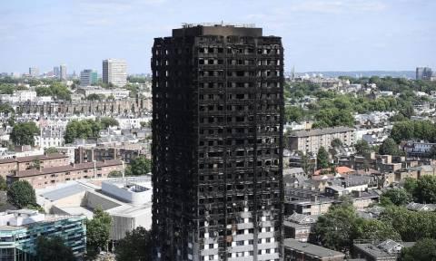 Φωτιά Λονδίνο: 60 πολυώροφα κτήρια κρίθηκαν ακατάλληλα σε επίπεδο πυρασφάλειας