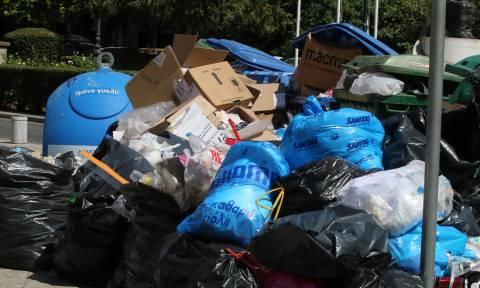 Γερμανικός Τύπος: Η Ελλάδα βυθίζεται στα σκουπίδια