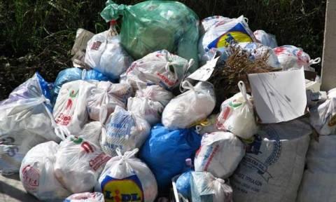 Σκουπίδια απεργία: Ποιος Δήμος καταφέρνει και μαζεύει τα απορρίμματα;