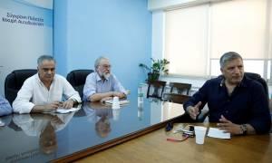 Επιφυλακτική η ΚΕΔΕ με την πρόταση για τους συμβασιούχους – Νέα συνάντηση με τον Σκουρλέτη