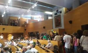 Θεσσαλονίκη: Ένταση στο δημοτικό συμβούλιο για τους συμβασιούχους στην καθαριότητα (vids)