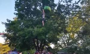 Βίντεο - σοκ: 14χρονη πέφτει από παιχνίδι λούνα πάρκ στο κενό