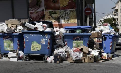 Σκουπίδια απεργία: Χάος με τα σκουπίδια εν όψει καύσωνα, συνεχίζει την απεργία η ΠΟΕ - ΟΤΑ