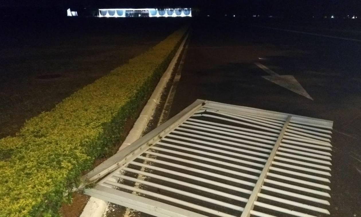 Βραζιλία: Αυτοκίνητο έπεσε στις πύλες του προεδρικού μεγάρου
