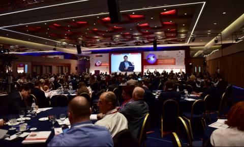 Συνομιλίες ΠΕΦ - Θεσμών στο περιθώριο του συνεδρίου του Economist