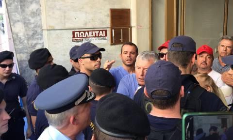 Η ΠΟΕΔΗΝ γιούχαρε τον Τσίπρα έξω από το Υπουργείο Υγείας: «Μπλόκο» από την ΕΛΑΣ (pics+vids)