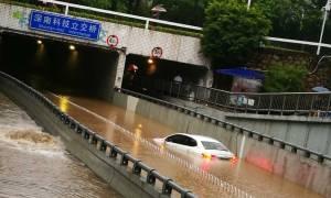 Κίνα: Δέκα νεκροί και τέσσερις αγνοούμενοι από τις σαρωτικές πλημμύρες (pics)