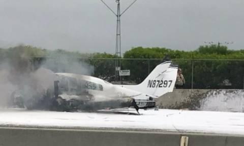 Βίντεο ντοκουμέντο: Αεροπλάνο συνετρίβη σε αυτοκινητόδρομο της Καλιφόρνια