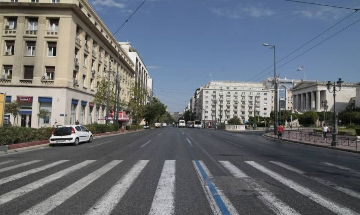 Έρημη πόλη η Αθήνα – Γιατί άδειασαν οι δρόμοι;