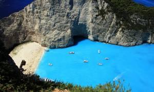 Guardian: Ρεκόρ για την Ελλάδα - Θα δεχτεί τρεις φορές τον πληθυσμό της σε τουρίστες!