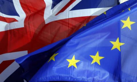 Το Brexit είναι γεγονός: Εκτός ευρωπαϊκού χάρτη η Βρετανία από τα σχολικά βιβλία (pic)