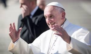 Ο πάπας Φραγκίσκος δίνει 50.000 ευρώ για τους σεισμόπληκτους της Μυτιλήνης