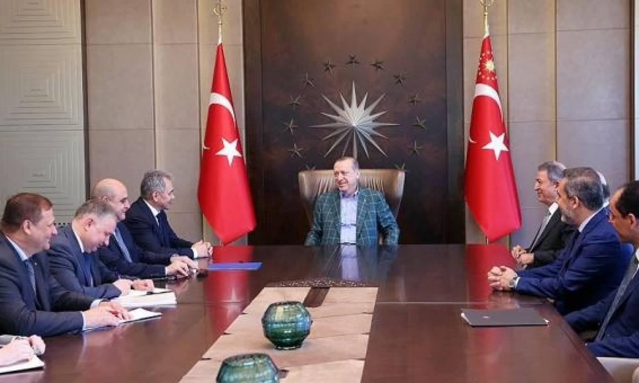 Συνάντηση Ερντογάν με τον Ρώσο υπουργό Άμυνας