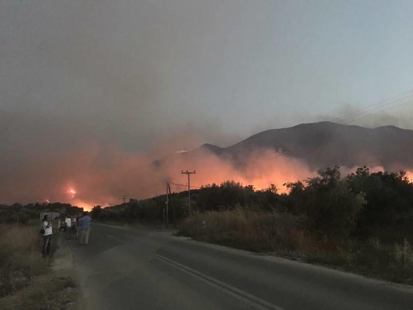 Συναγερμός στη Μάνη: Ανεξέλεγκτη μαίνεται η φωτιά - Κάηκαν σπίτια - Ποιες περιοχές απειλούνται