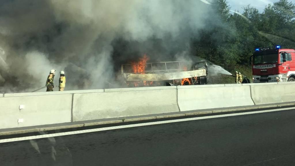 Τραγωδία στη Γερμανία: Ανατράπηκε λεωφορείο - Τουλάχιστον 17 αγνοούμενοι (Pics)
