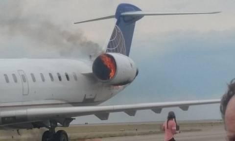 Πανικός στον αέρα: Αεροσκάφος προσγειώθηκε με φωτιά στον κινητήρα (pics+vid)