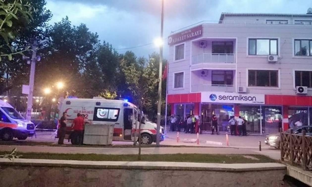 Θρίλερ στην Τουρκία: Άνδρας σκότωσε αστυνομικό και κράτησε όμηρο σε δικαστήριο