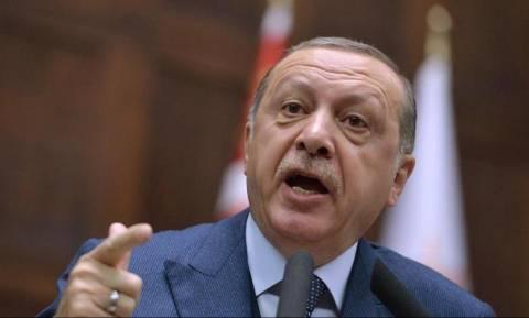 Νέα ένταση μεταξύ Γερμανίας-Τουρκίας για το πανό με τον «δικτάτορα Ερντογάν» (pic)