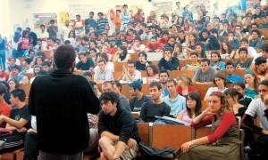 Απόφοιτοι πανεπιστημίων αξίας... 400 ευρώ!