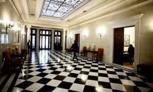 Μαξίμου: Οι Έλληνες πολίτες απαιτούν να σταματήσετε τις ανοησίες