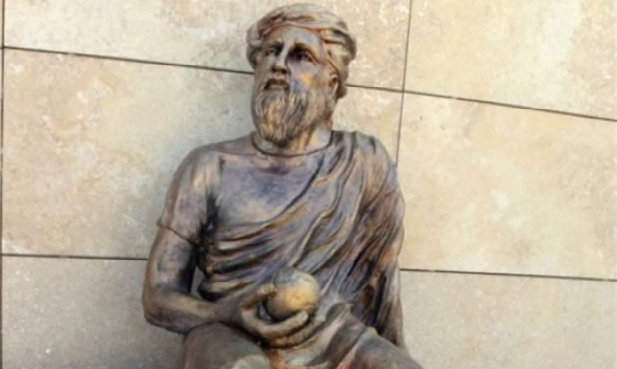 «Πόλεμος» για το νέο άγαλμα του Αναξαγόρα στη Σμύρνη